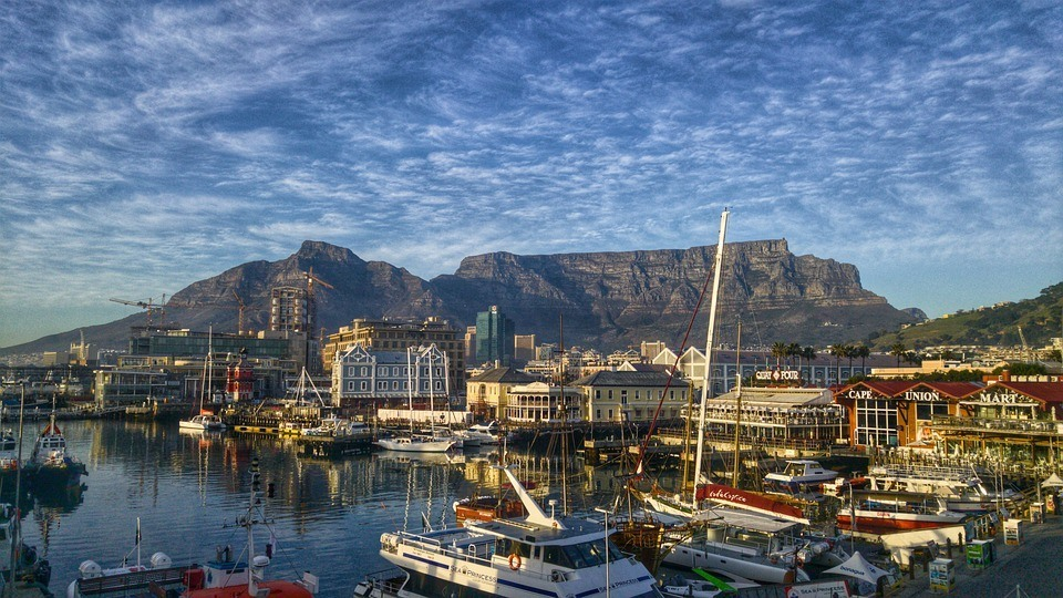 is Cape Town safe harbor and table mountain