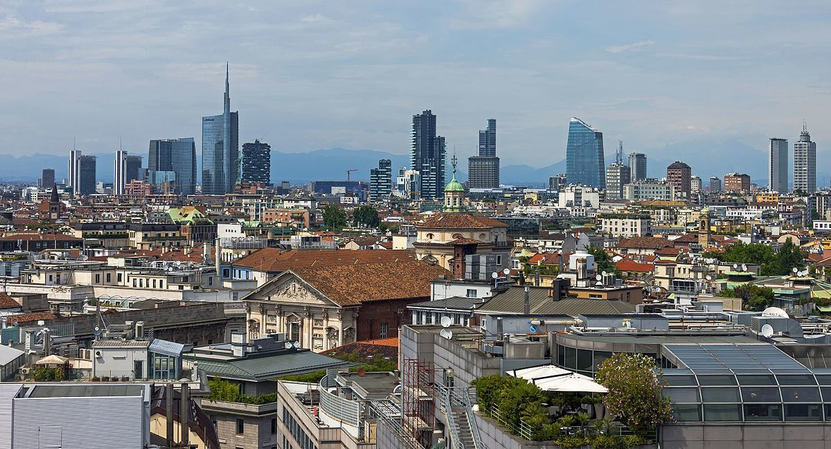 skyline of milan travel guide