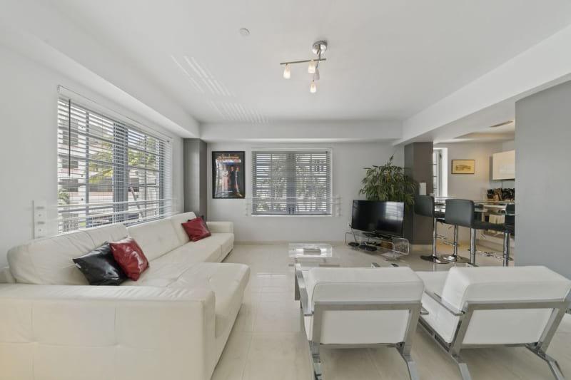 Ocean Drive Luxury Apartment