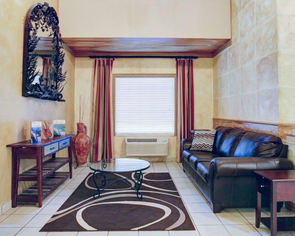 Quality Inn and Suites Airport Austin best hostels in Austin