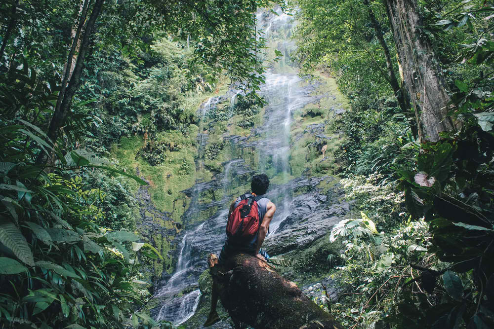 Is Costa Rica safe to travel alone?