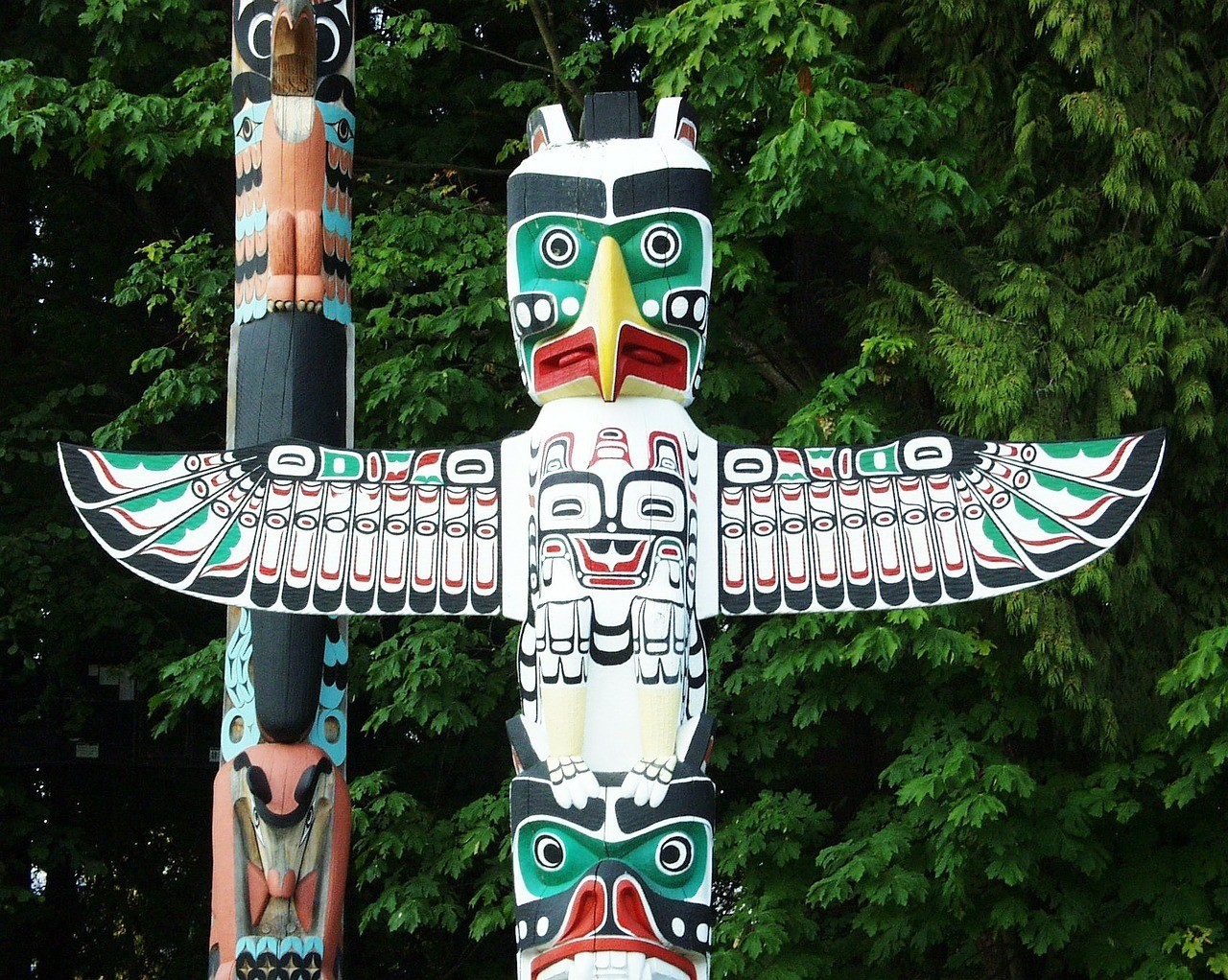 first nation totem pole british columbia