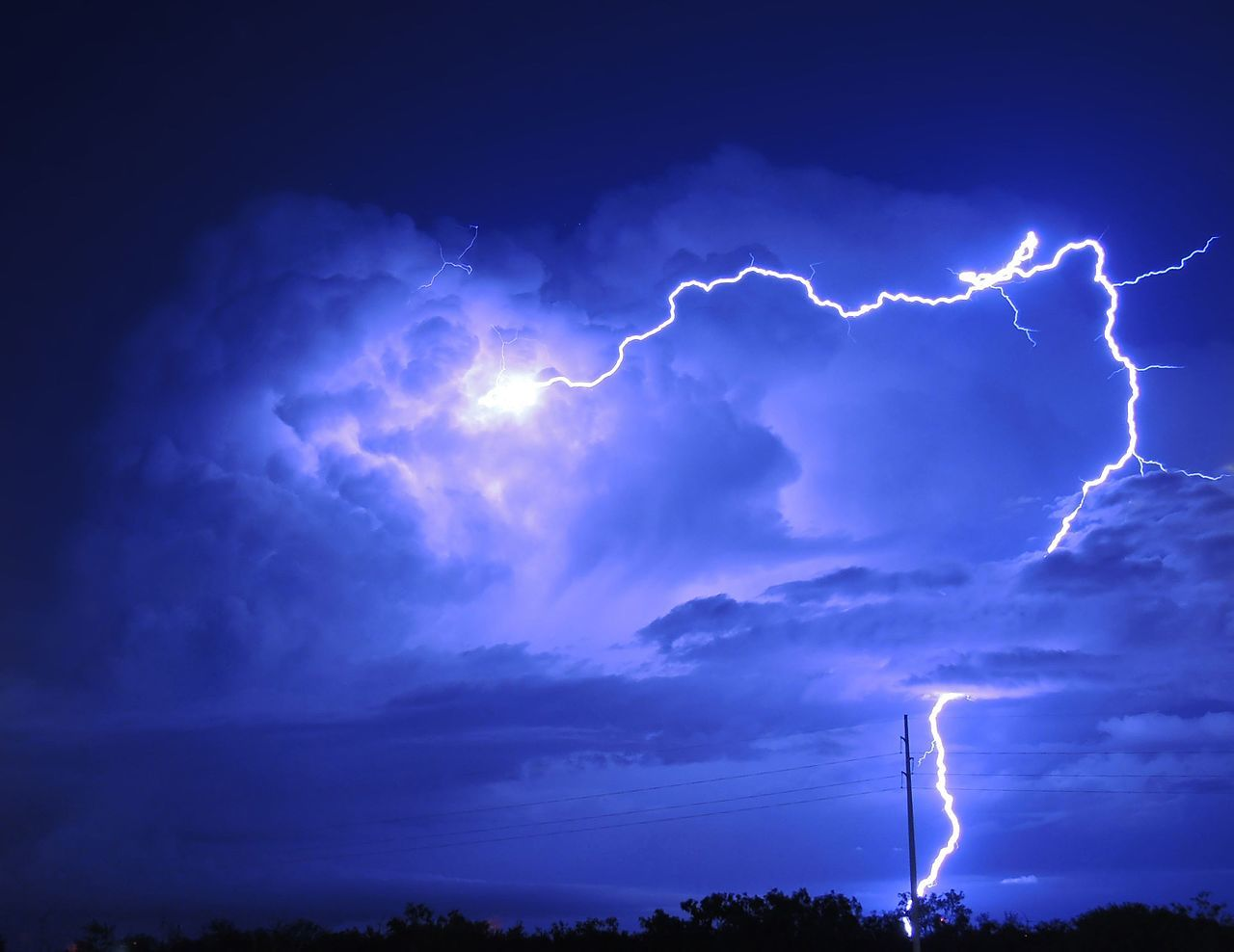 dallas travel guide weather lightning