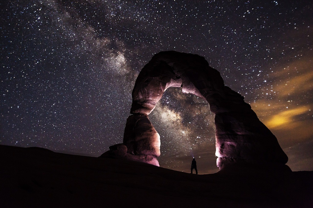 stars milky way at delicate arch utah national parks