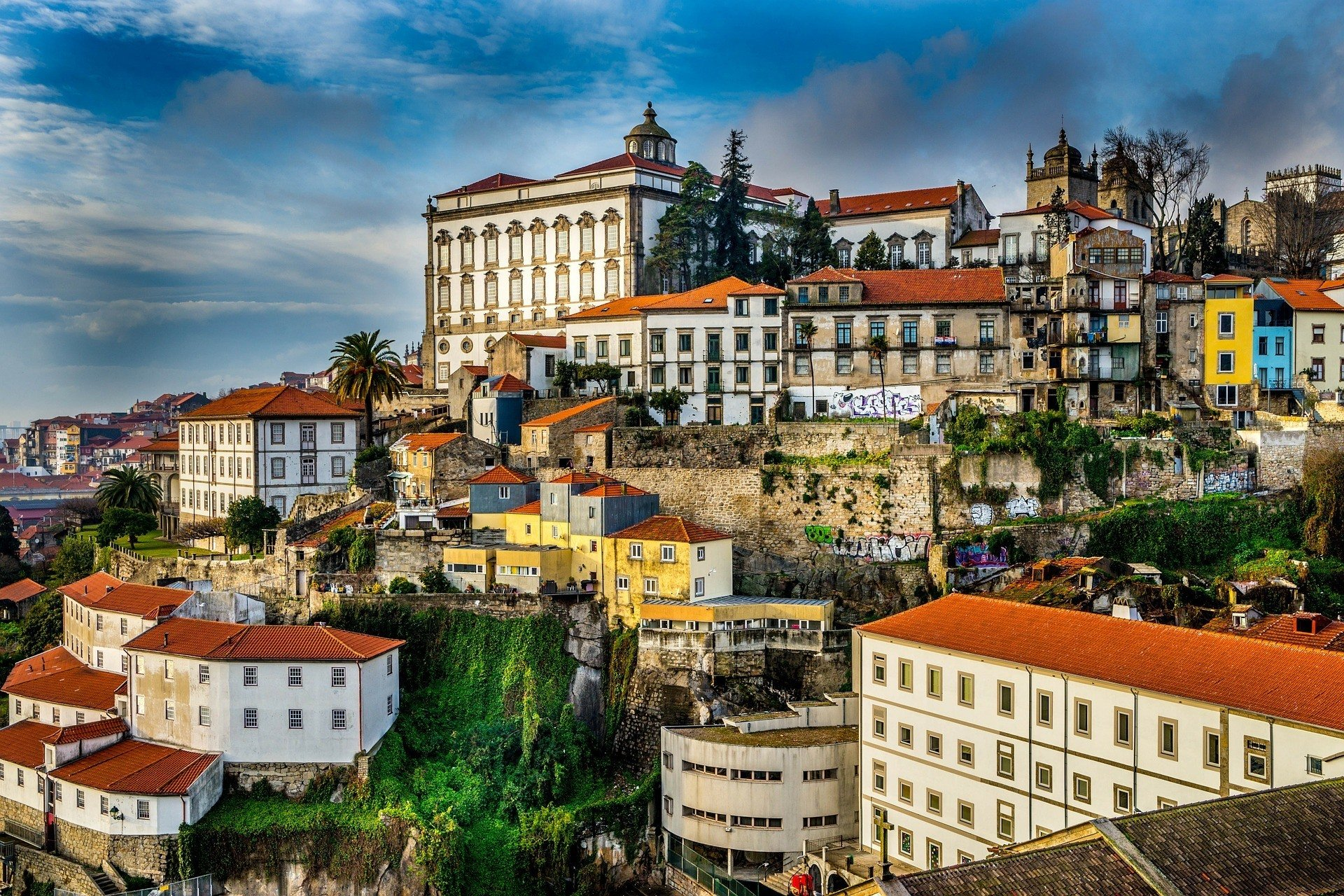 safety tips for traveling in portugal