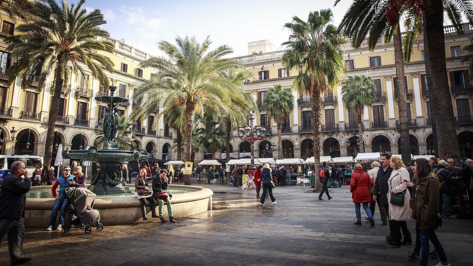 barcelona safe to visit placa real