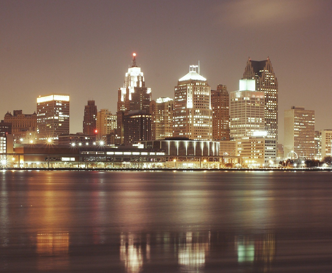 Detroit at night and what to do