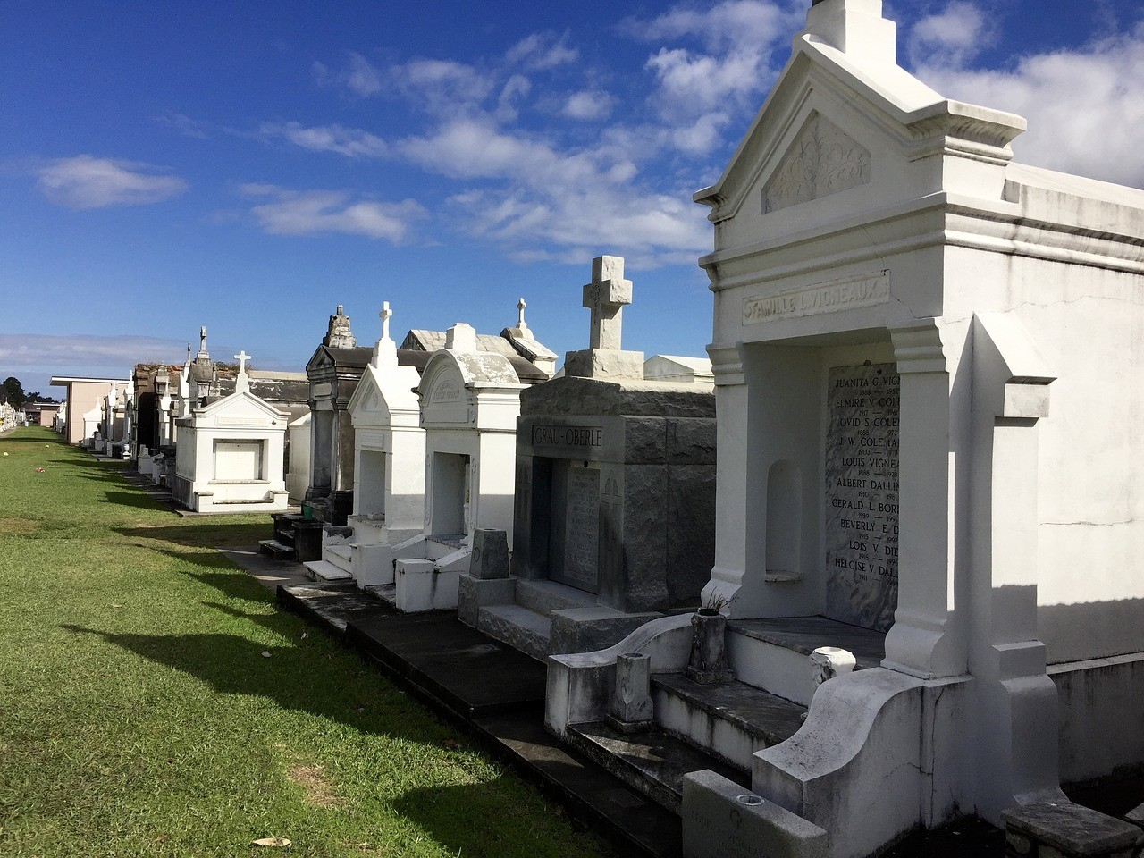 cemetery in new orleans places to go