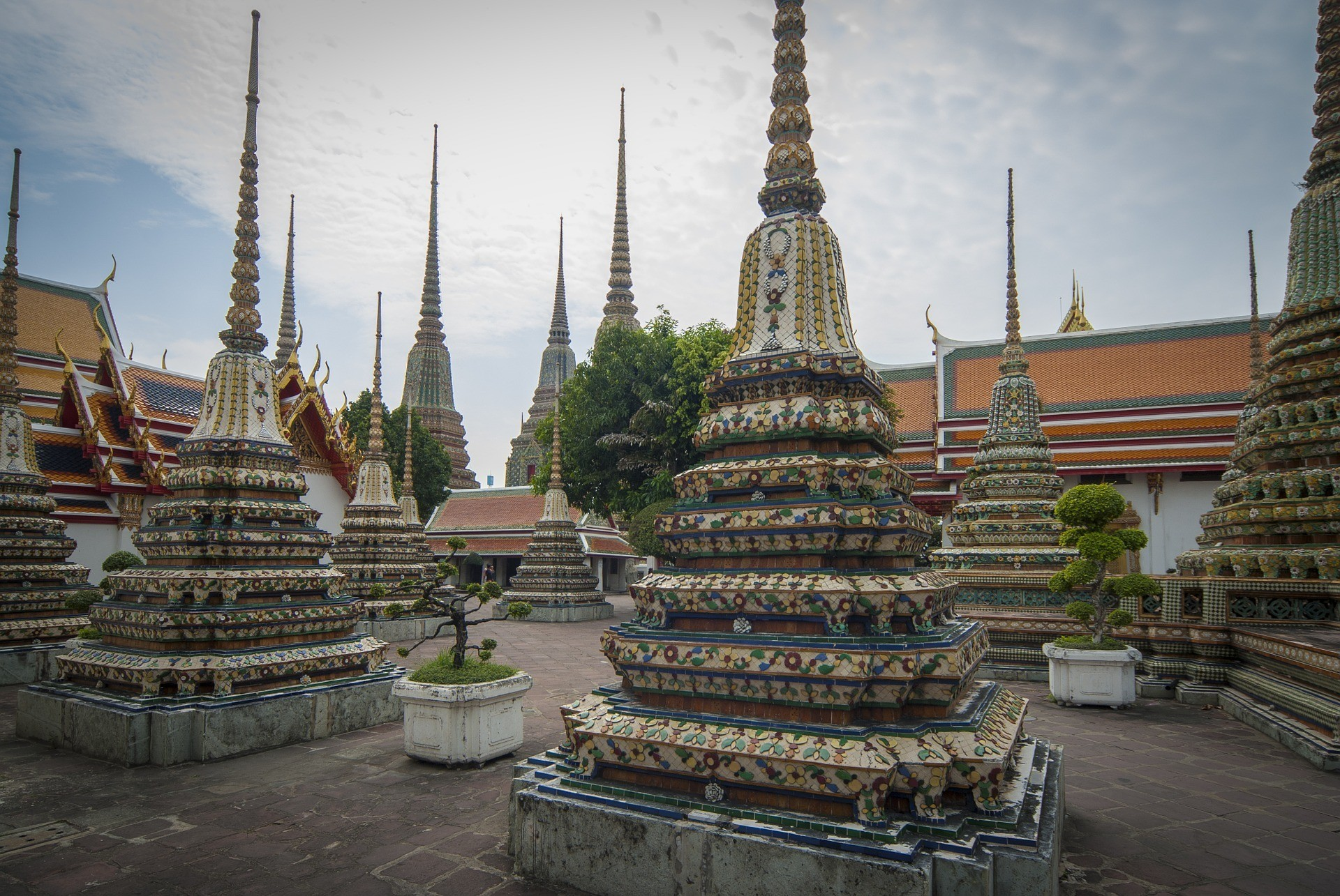 is bangkok safe guide temples