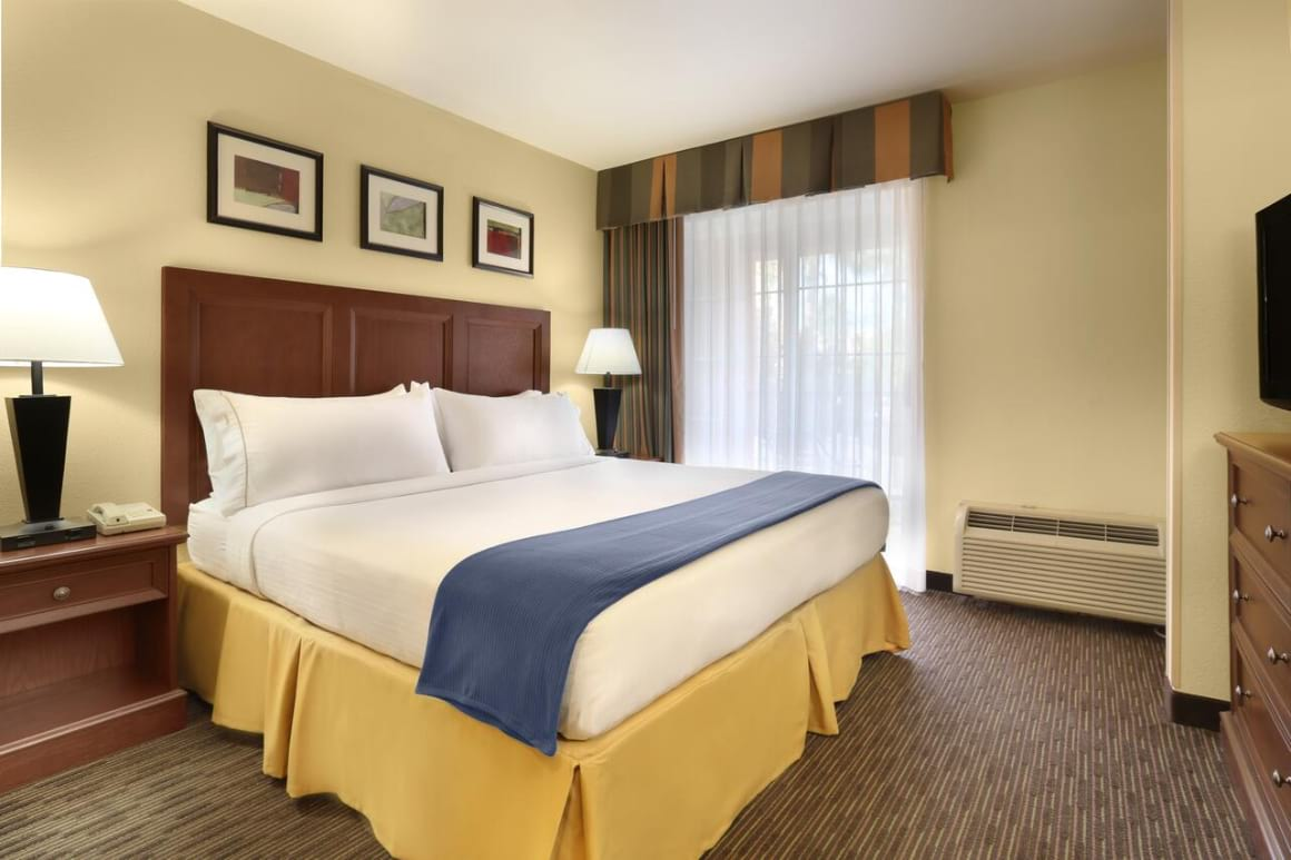 Holiday Inn Express Hotel & Suites Scottsdale – Old Town