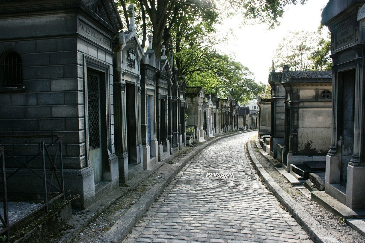 Père Lachaise Cemetery - A nice quiet place to see in Paris
