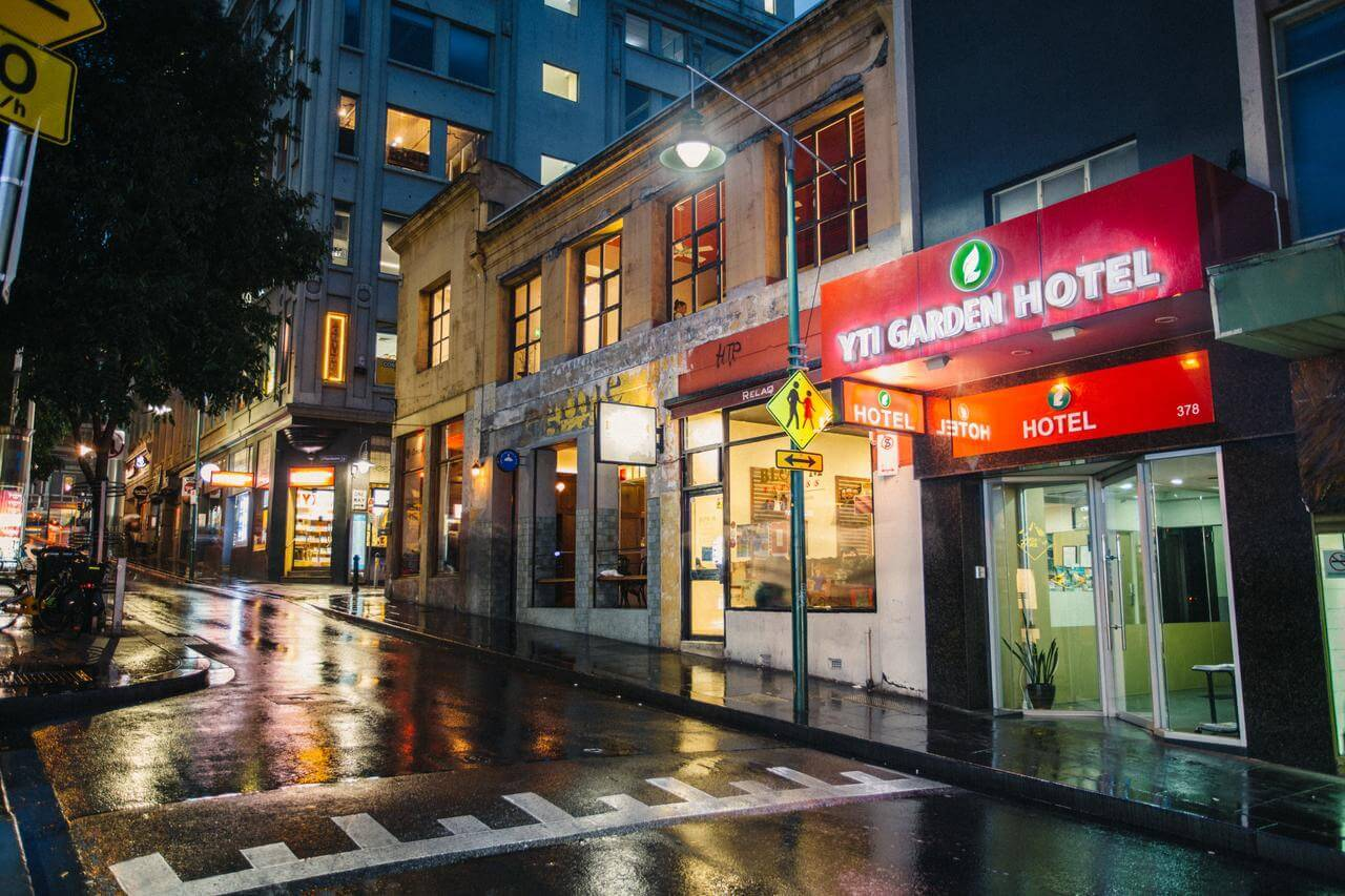 best budget hotel in melbourne