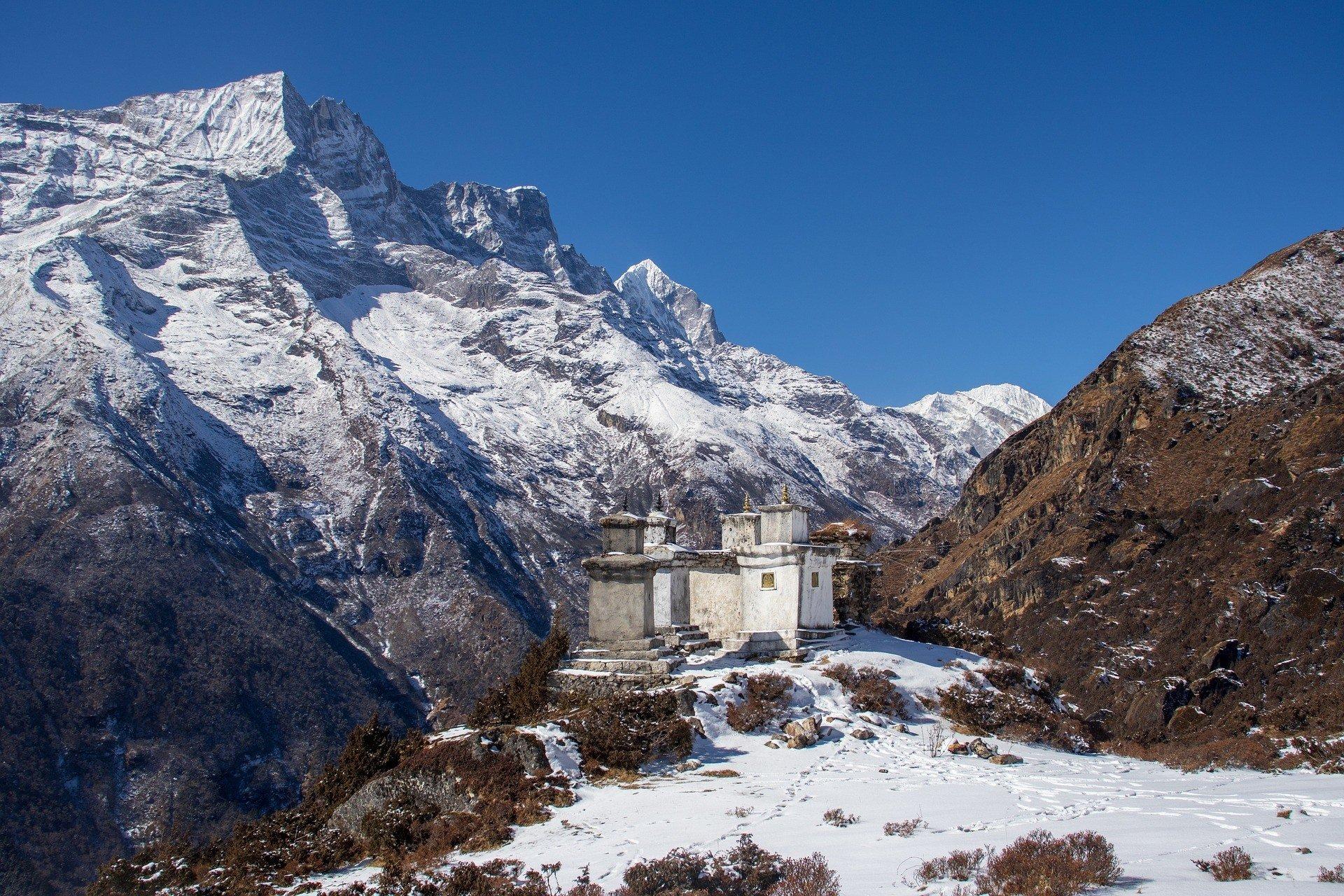 trekking in nepal safe to visit