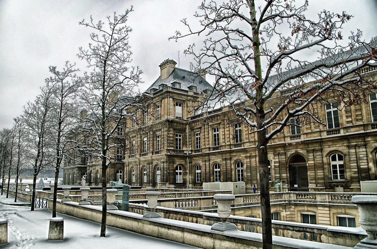 paris safe to visit weather
