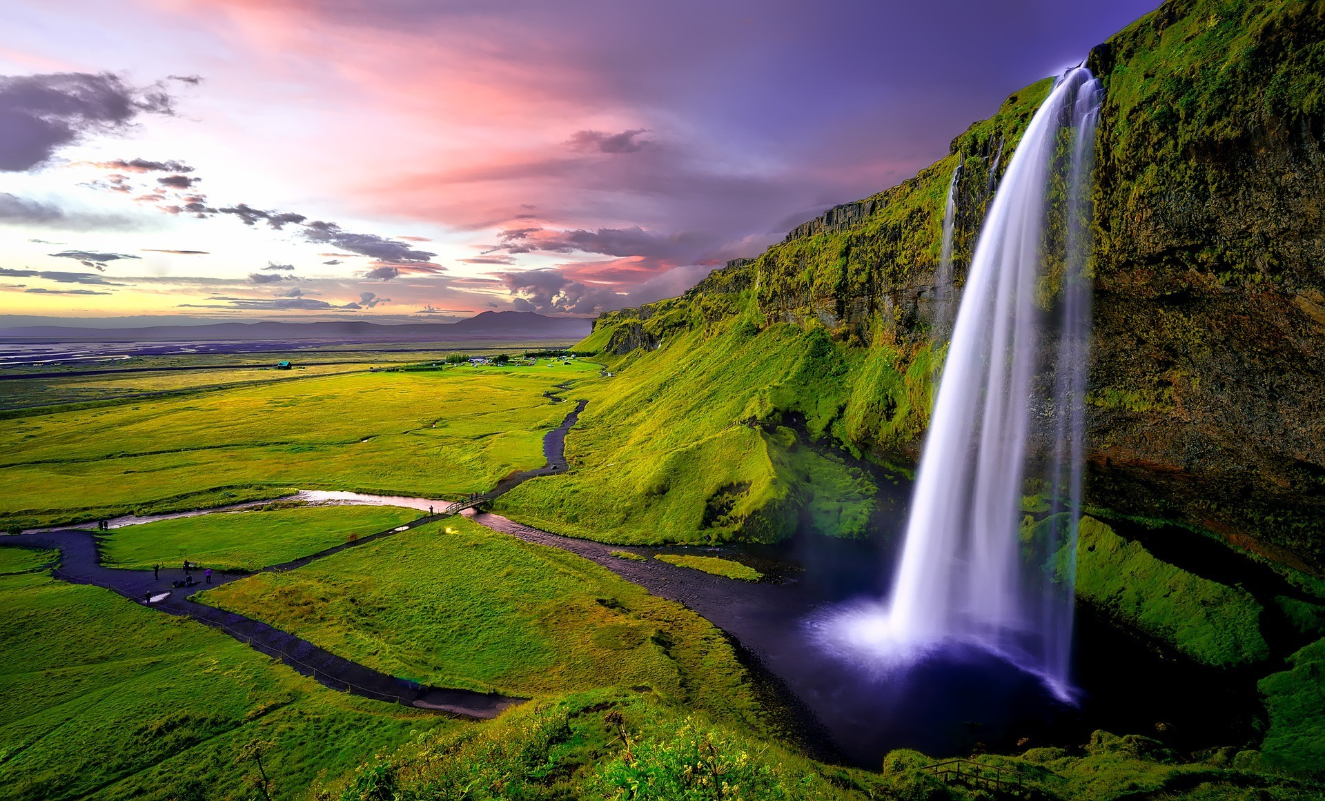 safety tips for traveling in iceland