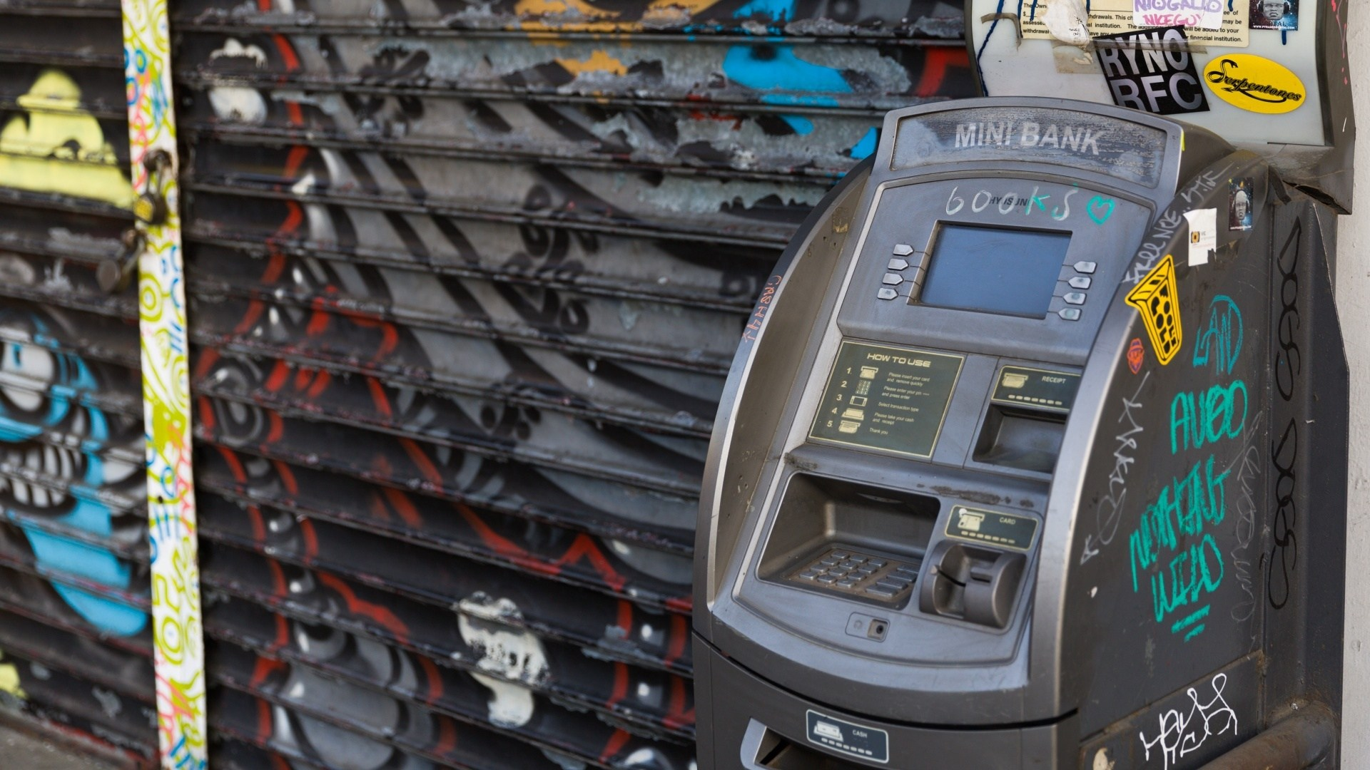 shady atms while traveling safety tips