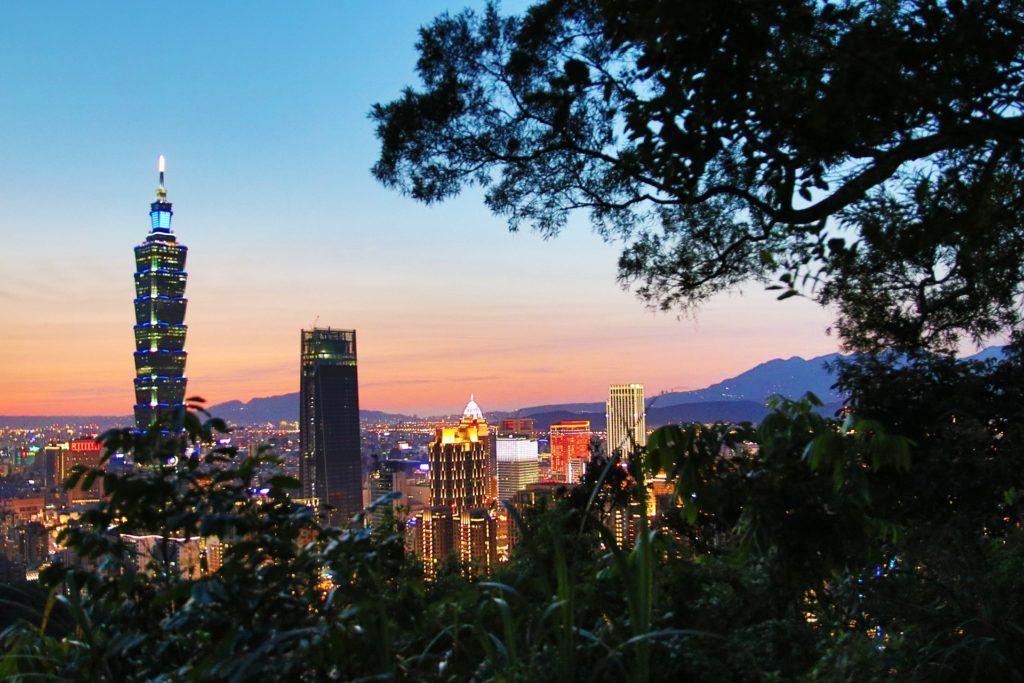Admire Taipei 101 from Elephant Mountain