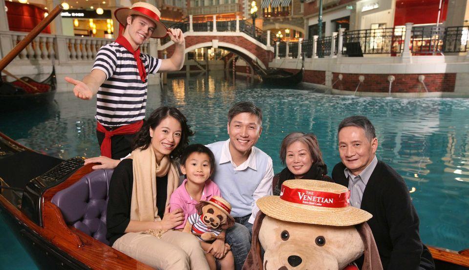 Venetian Macau: Gondola Ride with Ferry from Hong Kong
