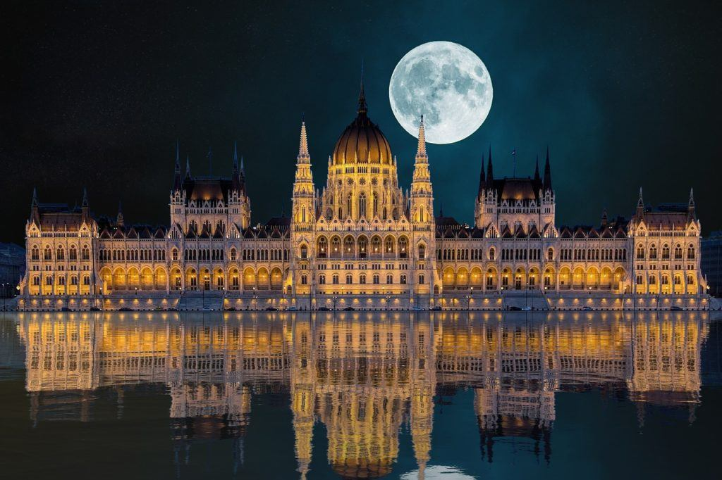 when to visit Budapest