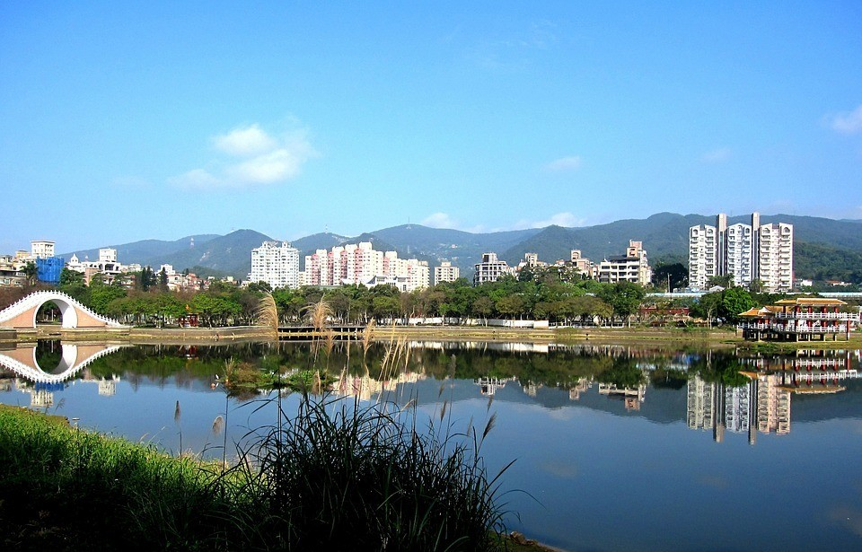 Dahu Park Taiwan - A cool place to see in Taipei with friends