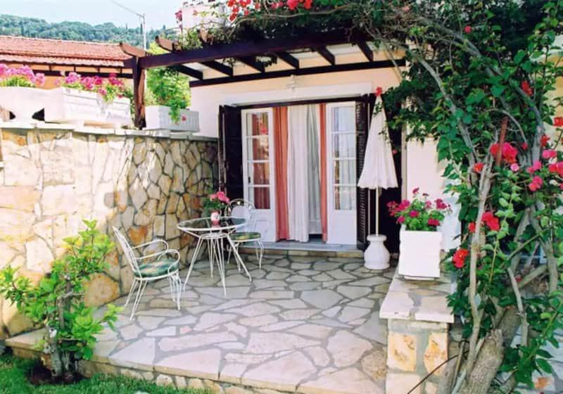 Small Garden Studio on Massive Villa Complex