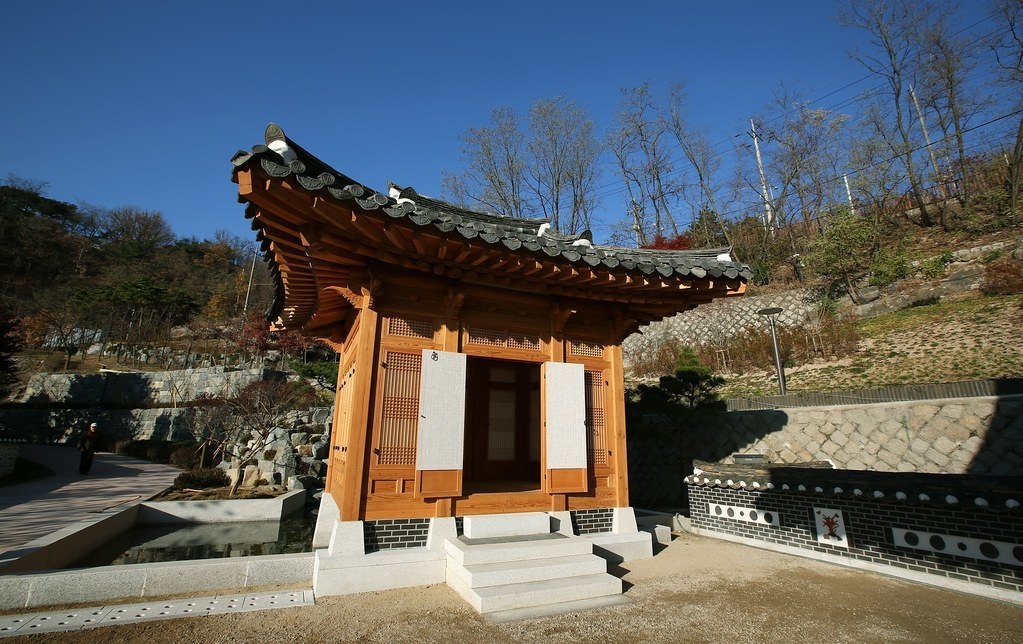The Cheongun Literature Library - a point of interest in Seoul for book lovers