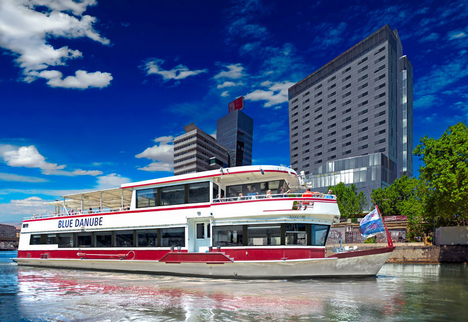 Vienna Sightseeing Boat Tour with Lunch