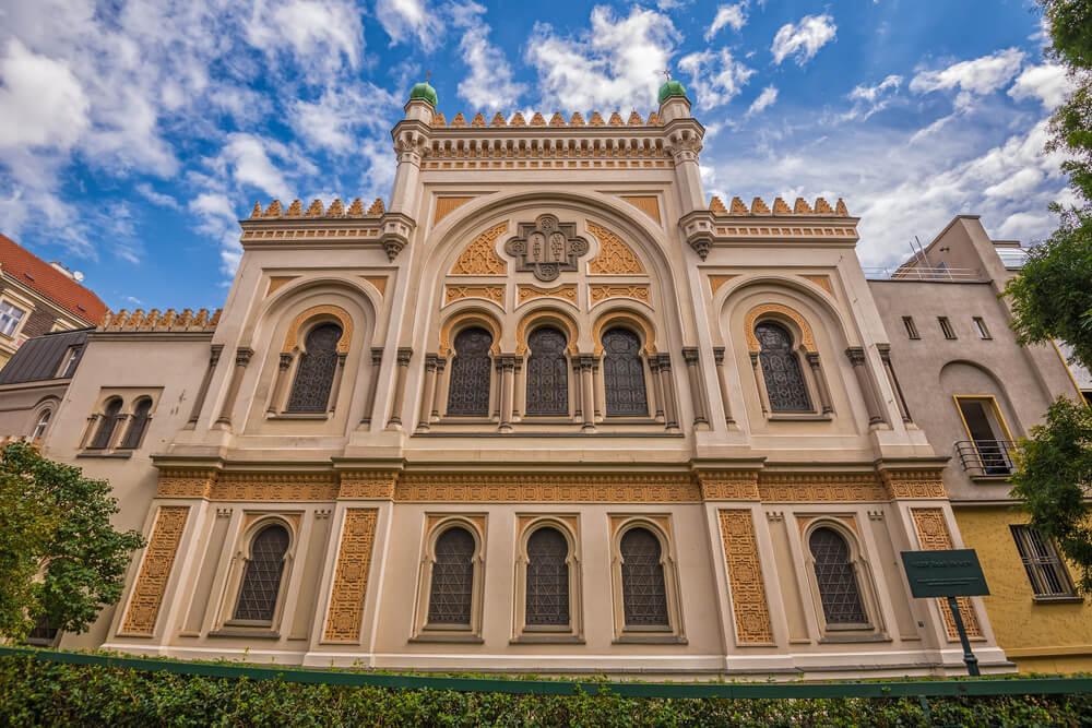 Visit Pragues Jewish Museum