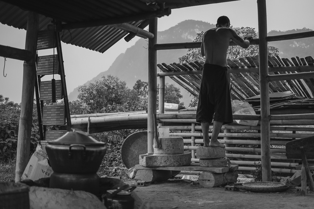 Traditional tea maker in Vietnam at work