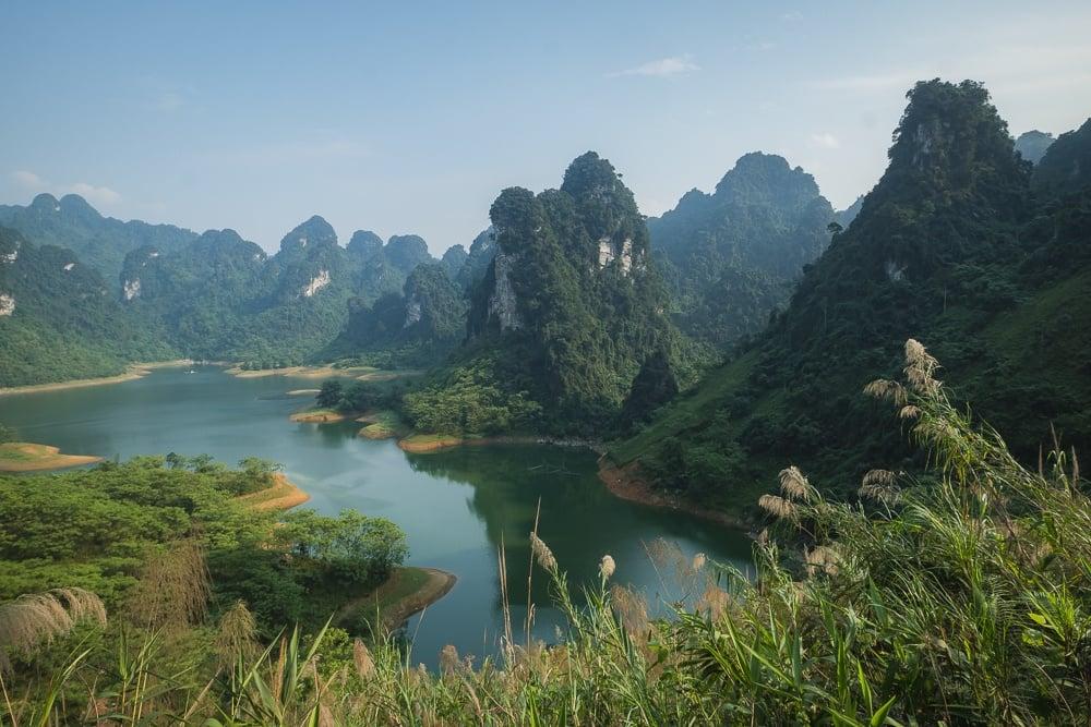 na hang lake viewpoint vietnam