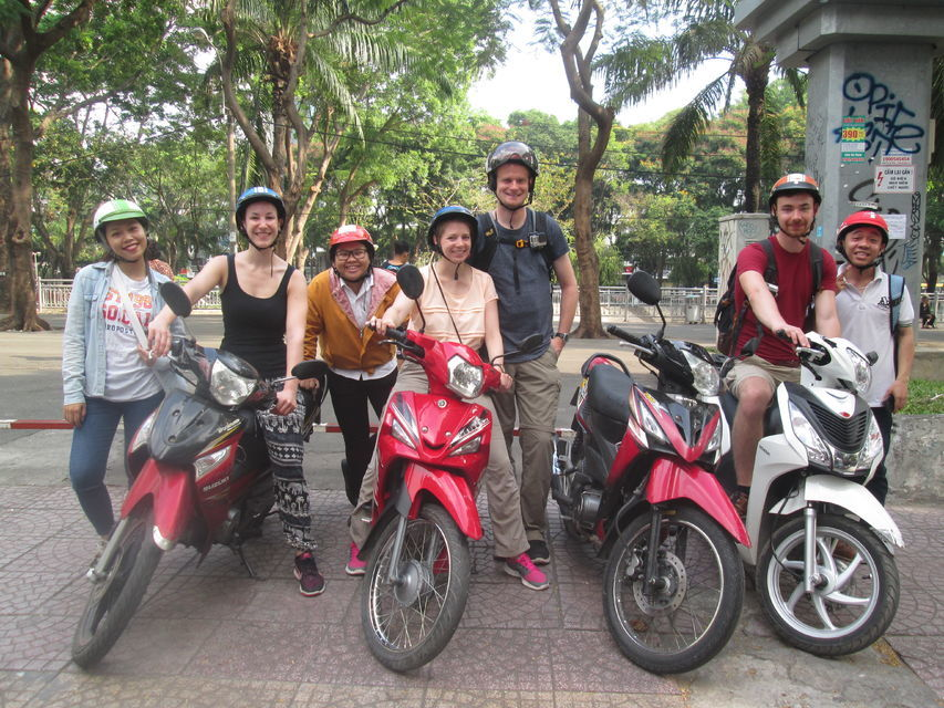 Saigon's Slum Areas: Morning Motorbike and Walking Tour