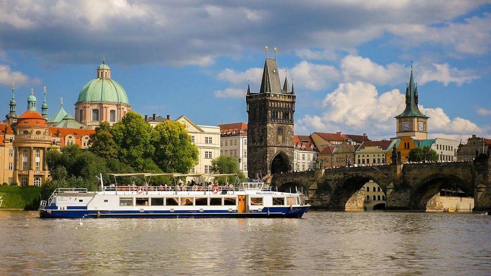 Prague River Sightseeing Cruise GYG