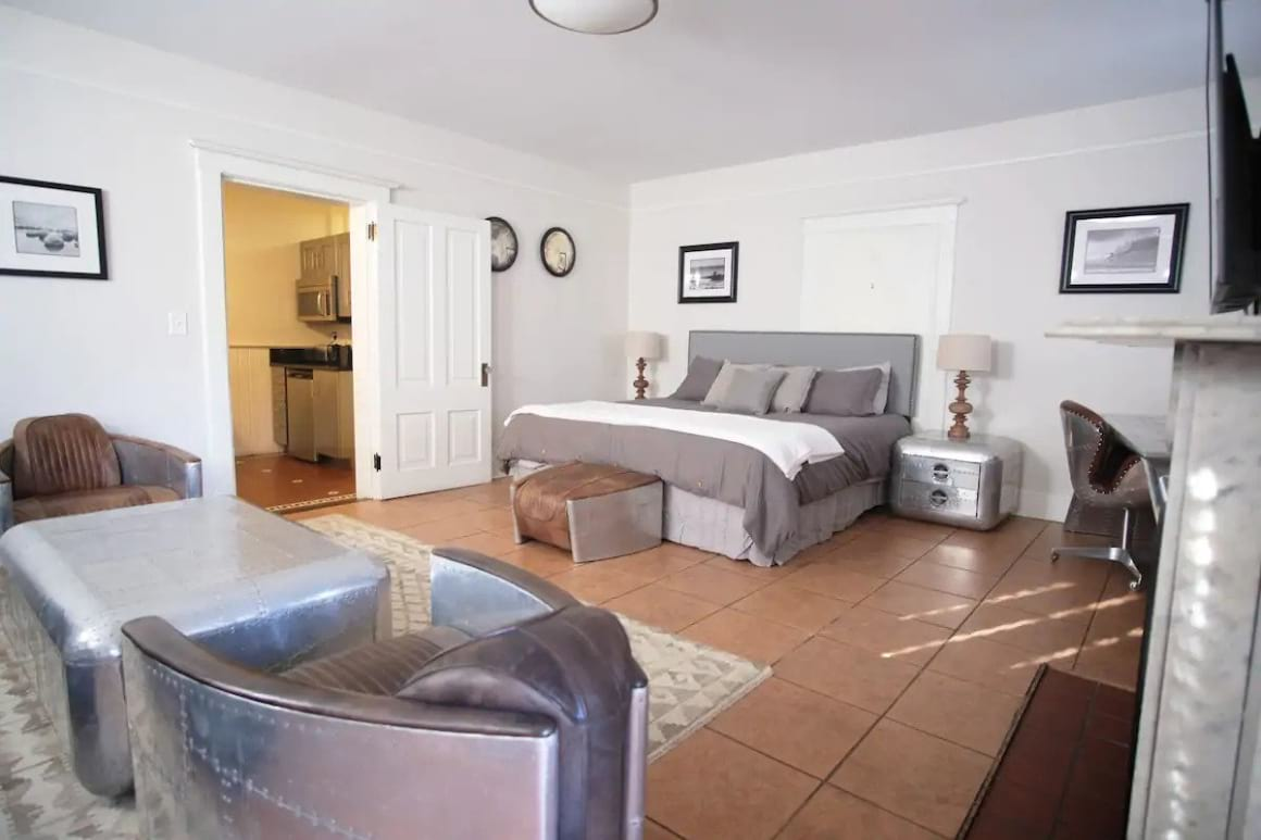 Spacious Flat with Hot Tub Access