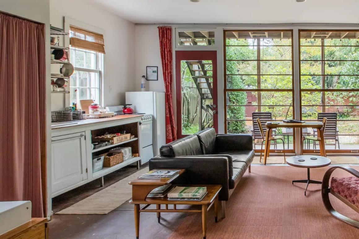 Stylish Urban Cabin Apartment