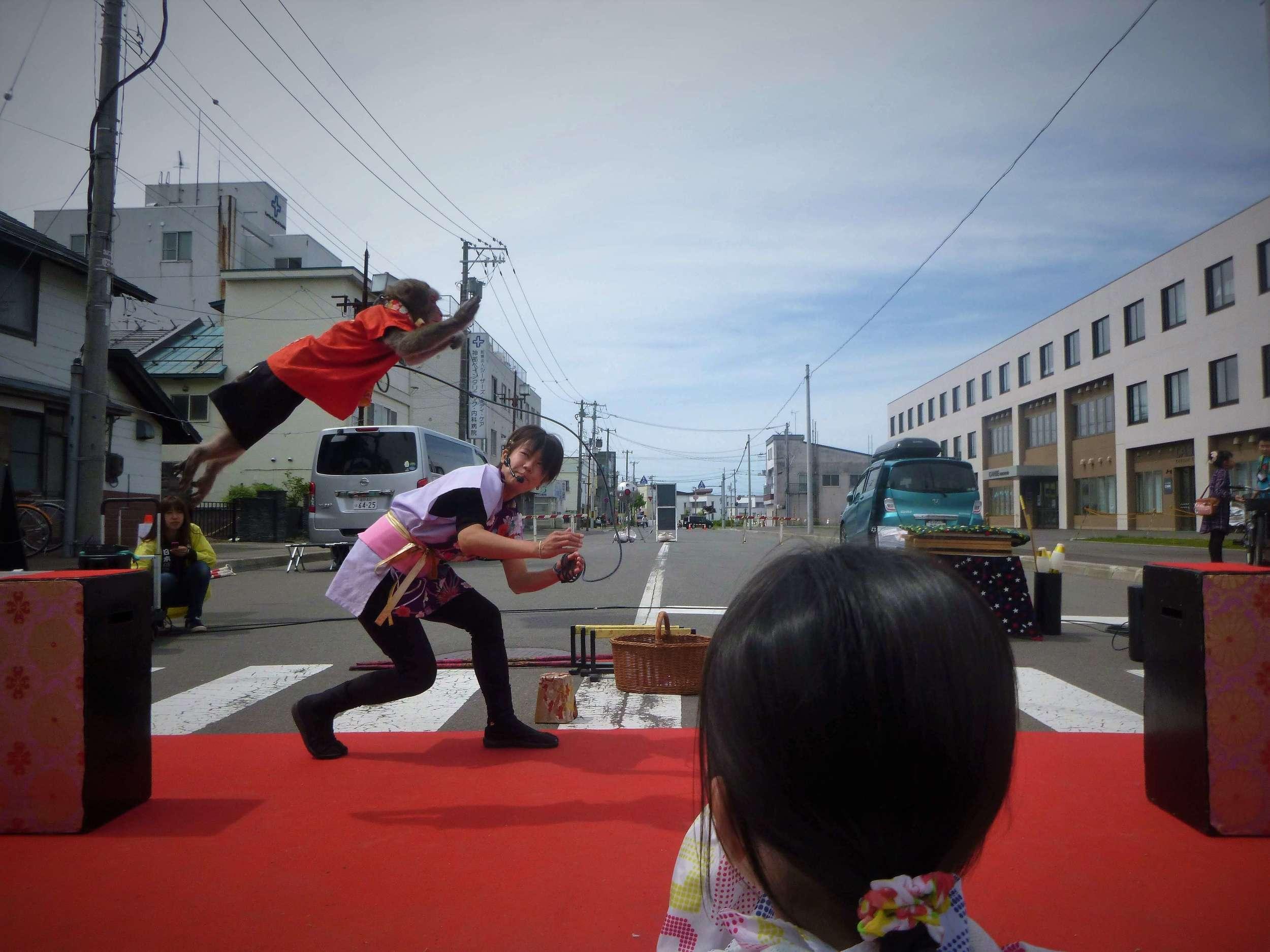 street performers acrobatics