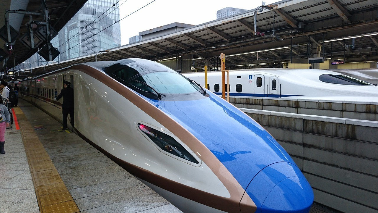 Japan's famous train - the bullet train (shinkansen)
