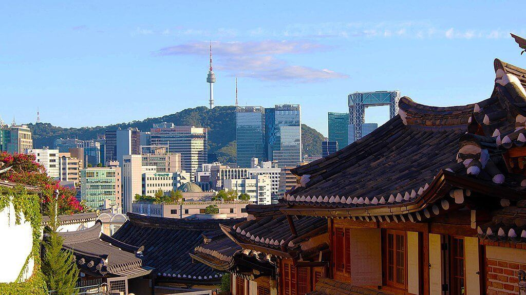 Backpacking in Seoul: the city of excess