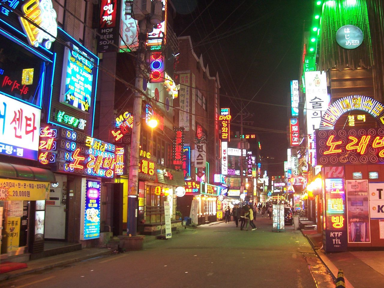 Sinchon-dong has some of the best nightlife in Seoul
