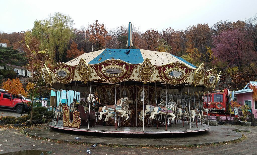 Yongma Land's abandoned merry-go-round