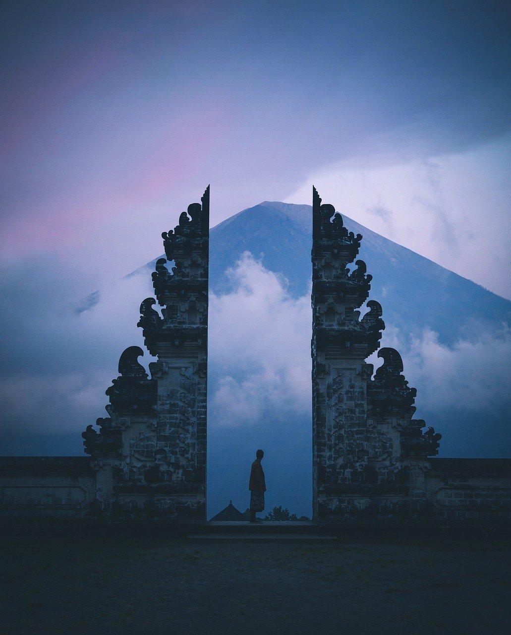 Lempuyang Luhur sunrise in bali