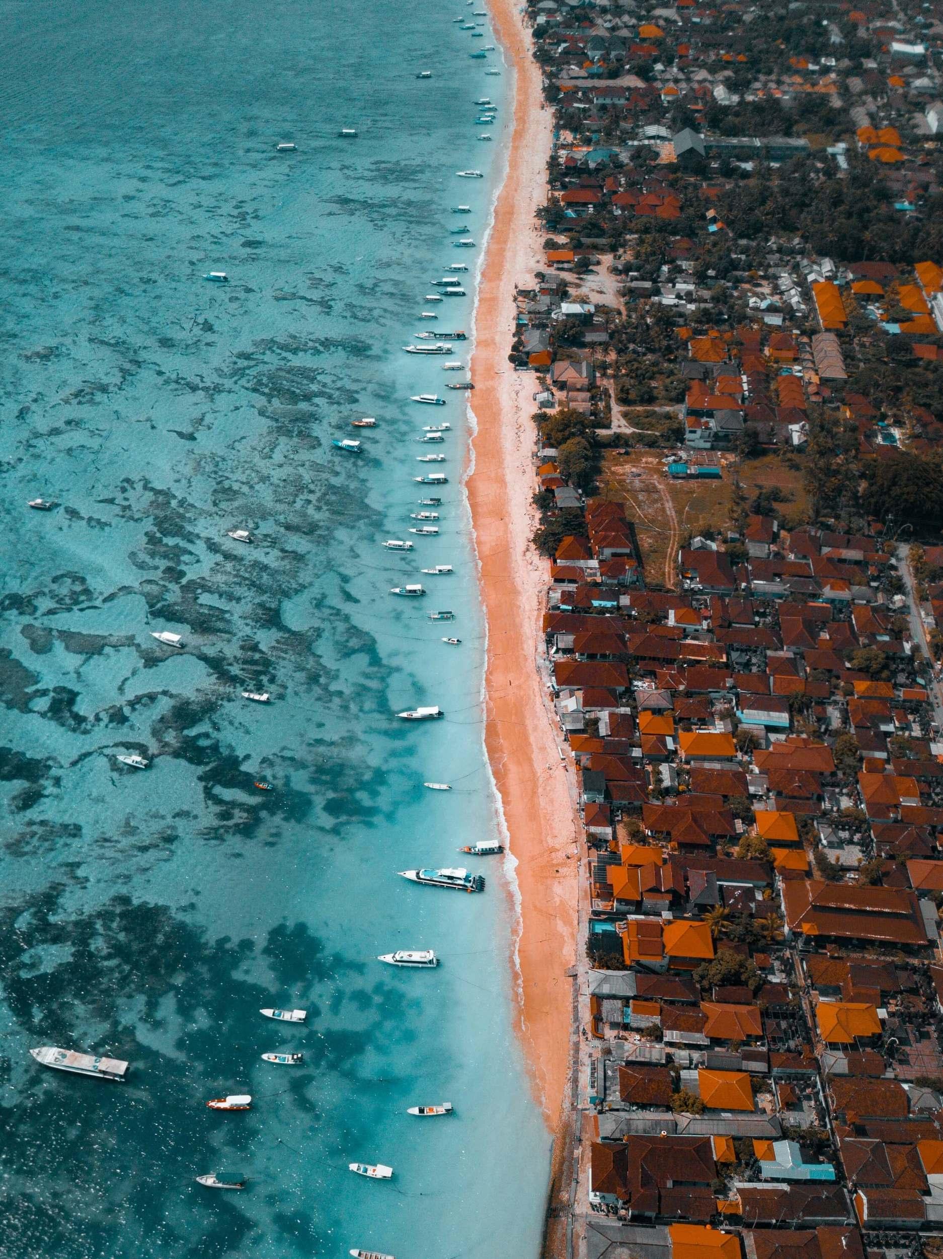 nusa lembongan beaches boats