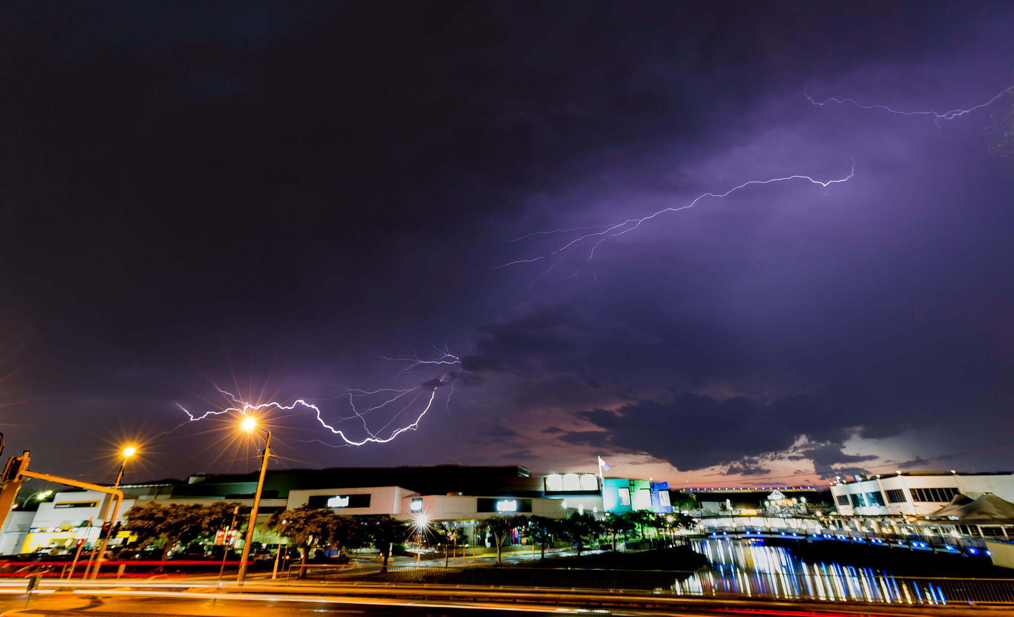 If you enjoy tropical storms, the best time to visit the Sunshine Coast is summer