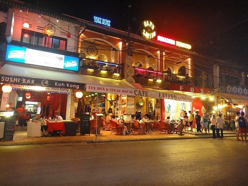 Pub Street & Night Market