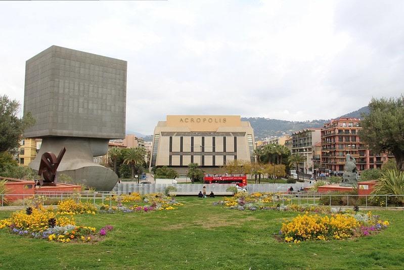 La Tete Carrée Library