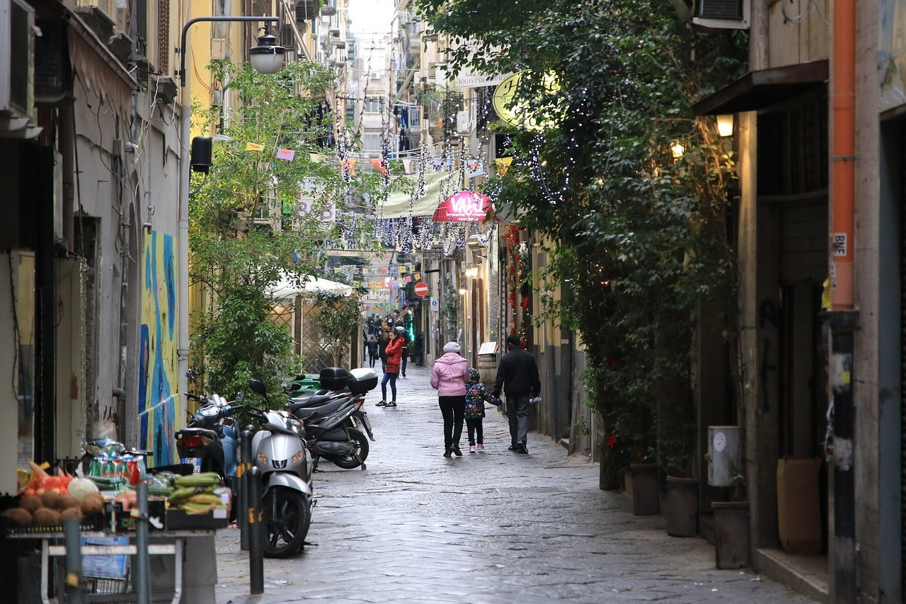 Is Naples safe to travel for families