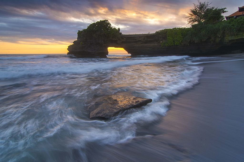 sunset at tanah lot canggu bali