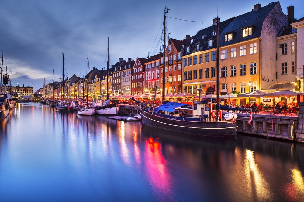 Explore Nyhavn and Drink in the Vibe Swim