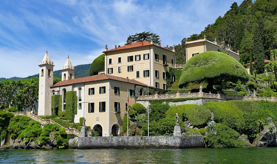 when to visit lake como