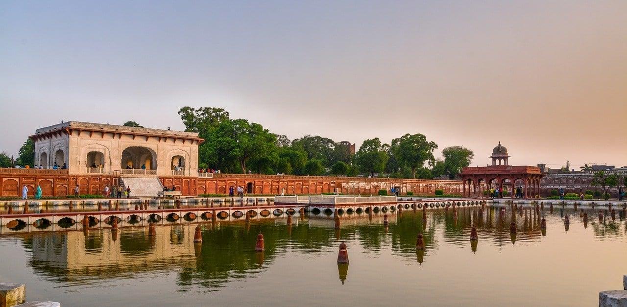 where to stay in delhi