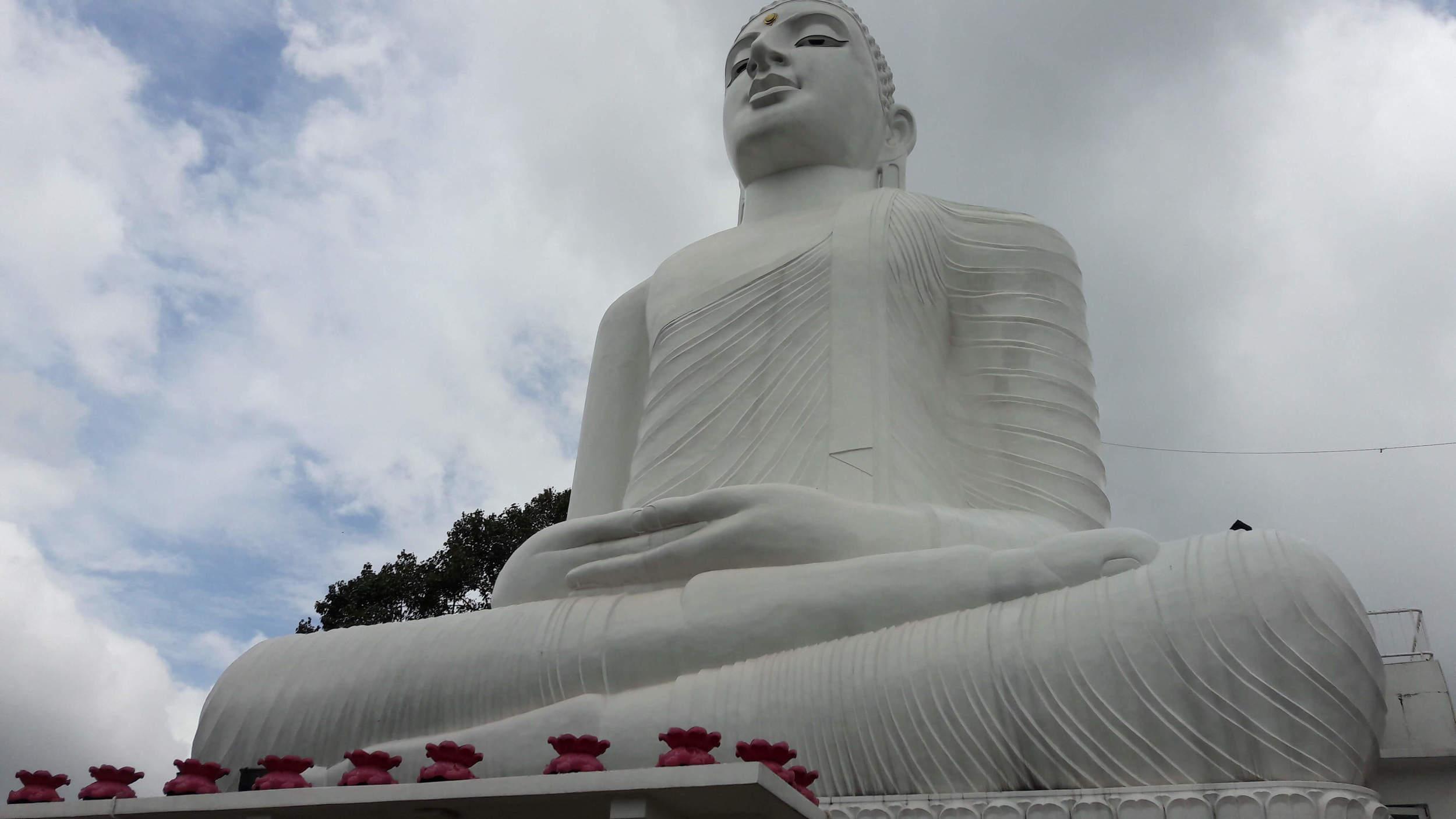 Bahirawakanda Vihara: Kandy's big buddha